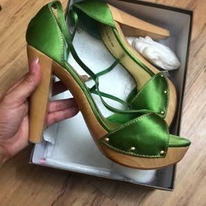 Bebe heels Vanessa Greenland size 9